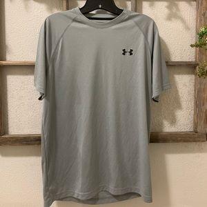 Under Armour Men's MEDIUM shirt
